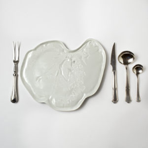 Higado dinner plate -with cutlery